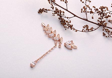 優雅水鑽月桂葉不對稱 耳針/黏式耳環