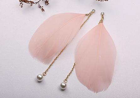 優雅氣質民族風珍珠羽毛長款 耳針/黏式耳環