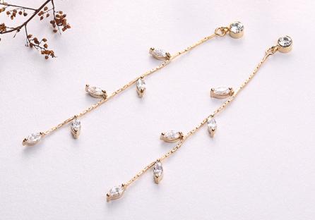精巧迷人水鑽嫩葉鍍金黏式耳環