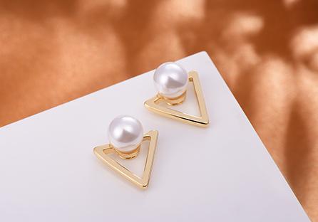 簍空金三角珍珠 耳針/黏式耳環
