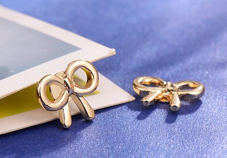 童趣卡通蝴蝶結黏式耳環