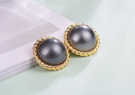 簡約復古灰色大珍珠黏式耳環