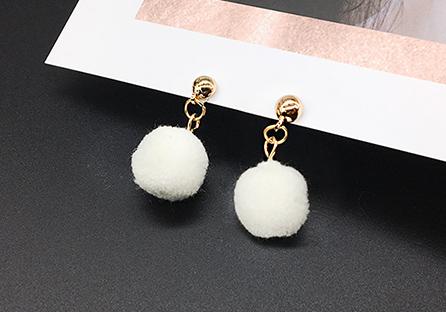 時尚純色毛球黏式耳環