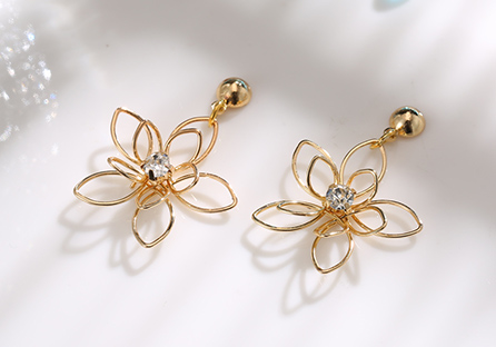 氣質立體編織簍空花朵黏式耳環