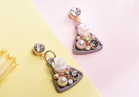 優雅絢爛珍珠花卉 耳針/黏式耳環