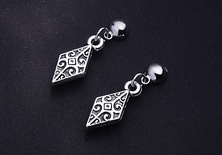 韓版復古雕紋菱形 耳針/黏式耳環