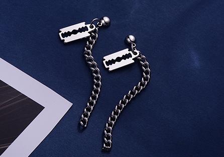 韓版個性刀片小牌鏈條 耳針/黏式耳環