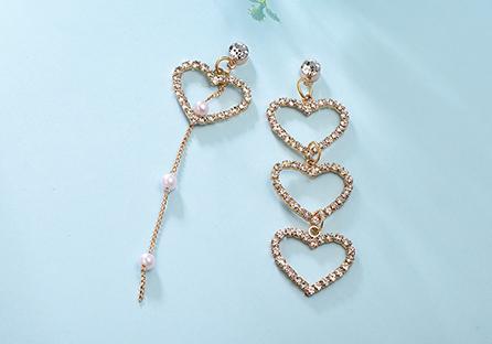 不對稱簍空愛心珍珠 耳針/黏式耳環