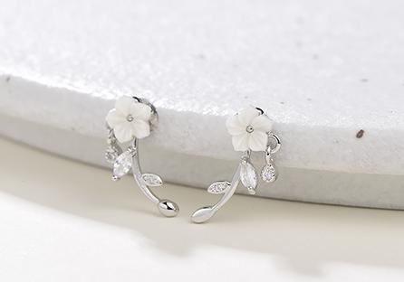 優雅擺動雕刻梅花 黏式耳環