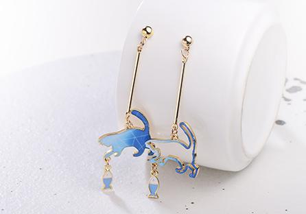 不對稱貓咪逗小魚 耳針/ 黏式耳環