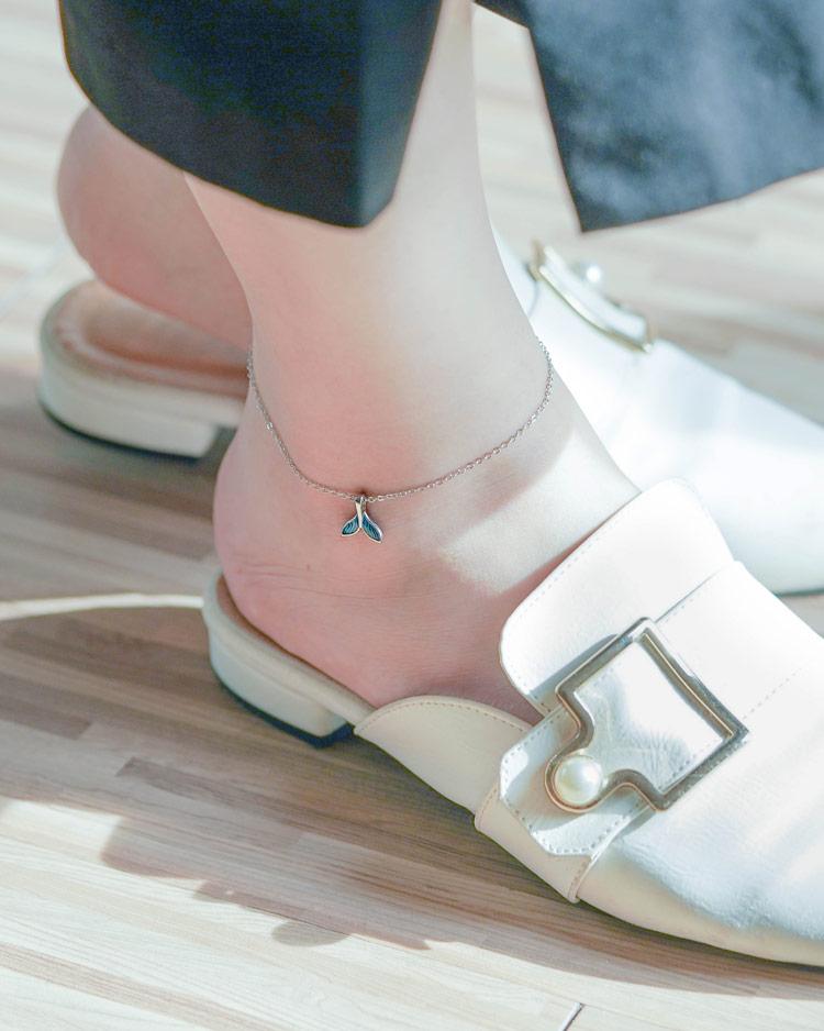 炫麗彩藍個性魚尾腳鍊[純銀] 模特兒展示