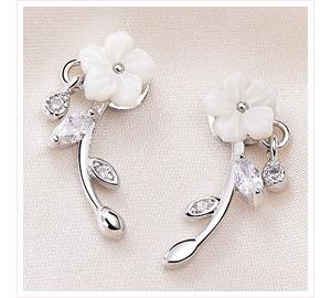 優雅氣質雕刻梅花 黏式耳環