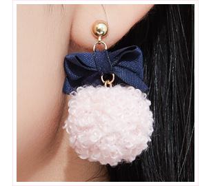 蝴蝶結緞帶毛球 黏式耳環
