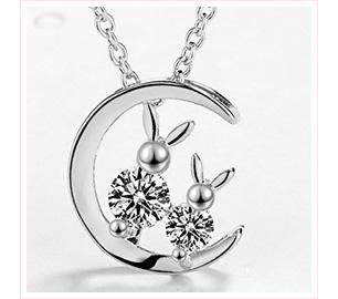 弦月上的兔子合金項鍊