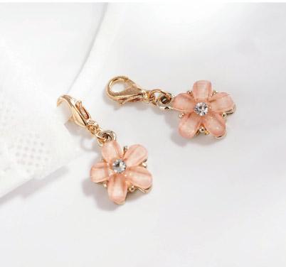 粉嫩鑲鑽花瓣口罩吊飾