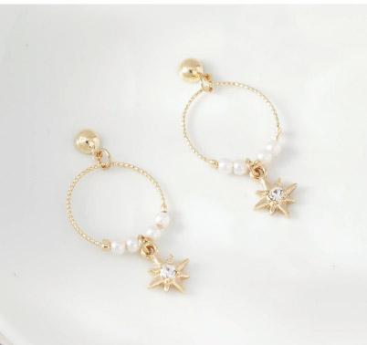 時尚簍空圓環珍珠芒星黏貼式耳環