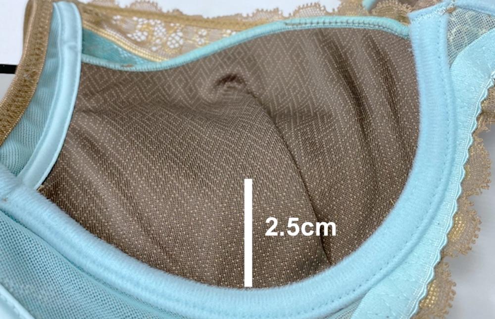 罩杯厚度B罩杯為上薄下厚墊約2cm,C罩杯為一體成型 0.5cm均厚杯