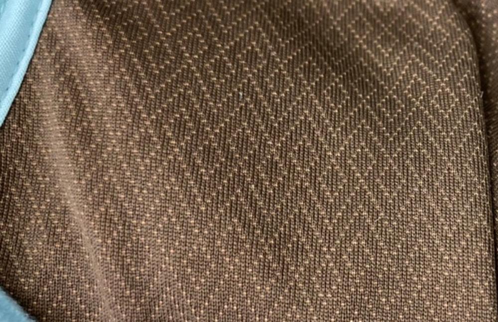 舒適內裡內裡採用咖啡紗材質,更加環保且吸濕除臭排汗功能