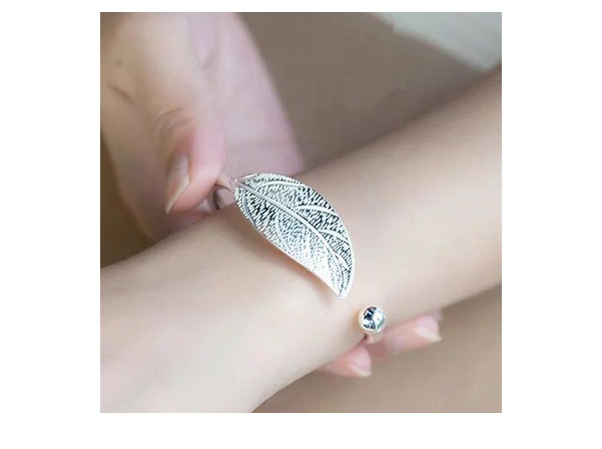 模特兒配戴展示: 文藝優雅葉子手環