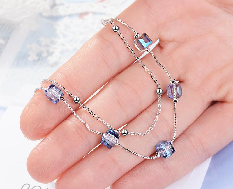 模特兒配戴展示: 清新晶透方塊水晶雙層手鍊