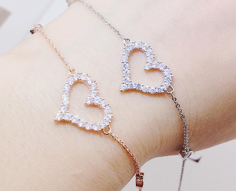 模特兒配戴展示: 戀愛心型微鑲鑽手鍊