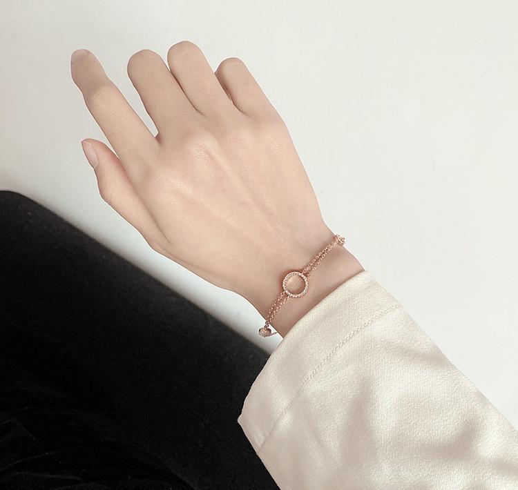 模特兒配戴展示: 簡約氣質微鑲圓環手鍊