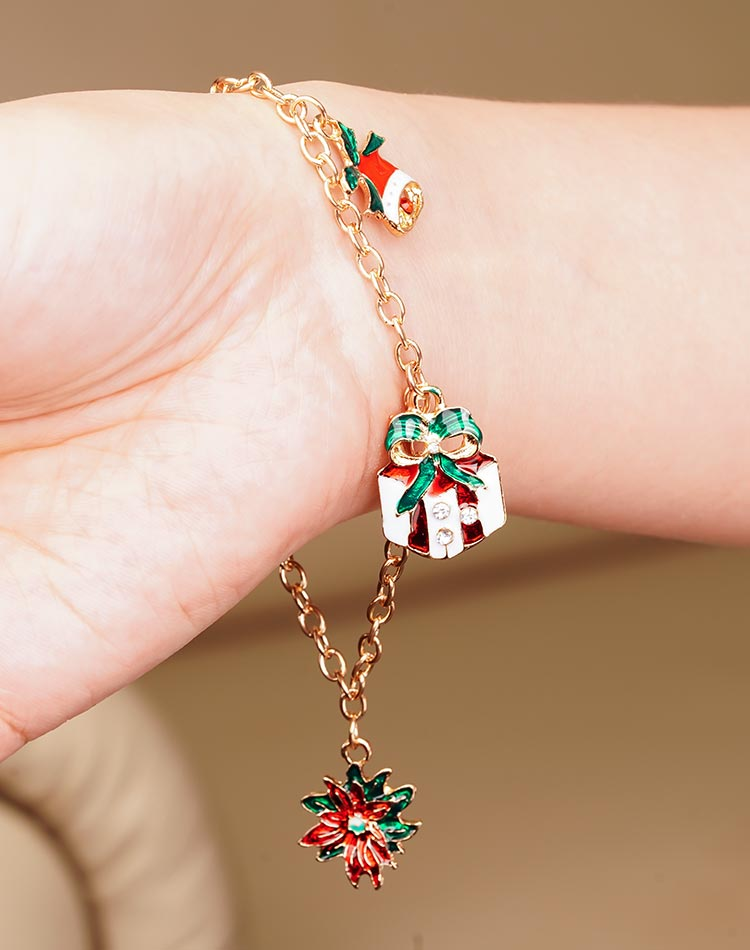 模特兒配戴展示: 聖誕節限定-禮物鈴鐺造型吊飾手鍊