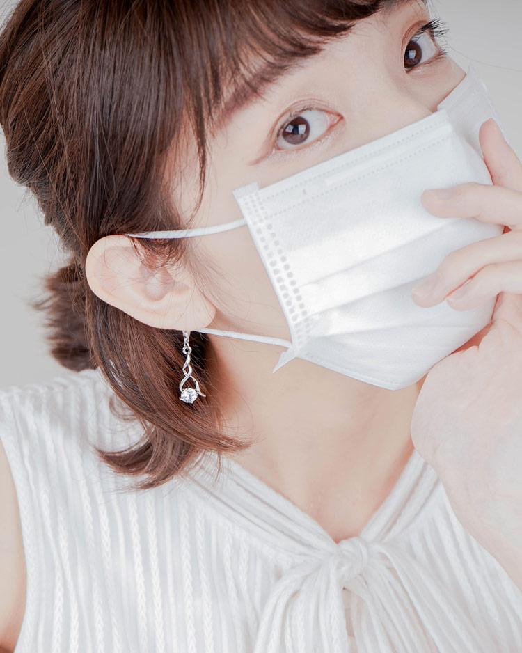 高雅奢華耀眼水鑽口罩吊飾 模特兒展示