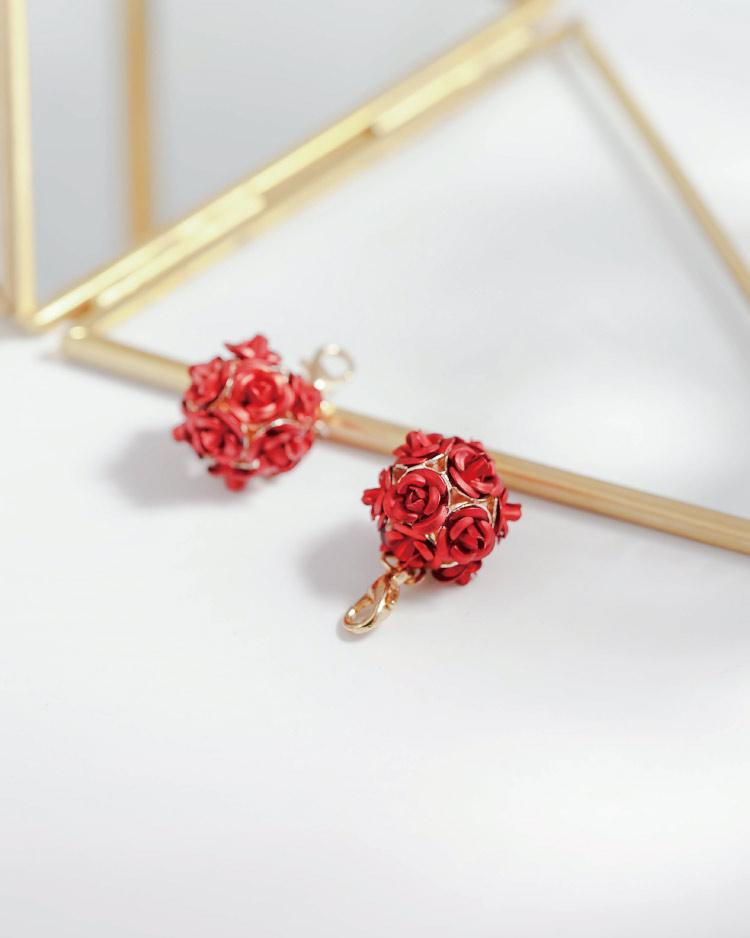 優雅玫瑰花朵口罩吊飾 場景展示