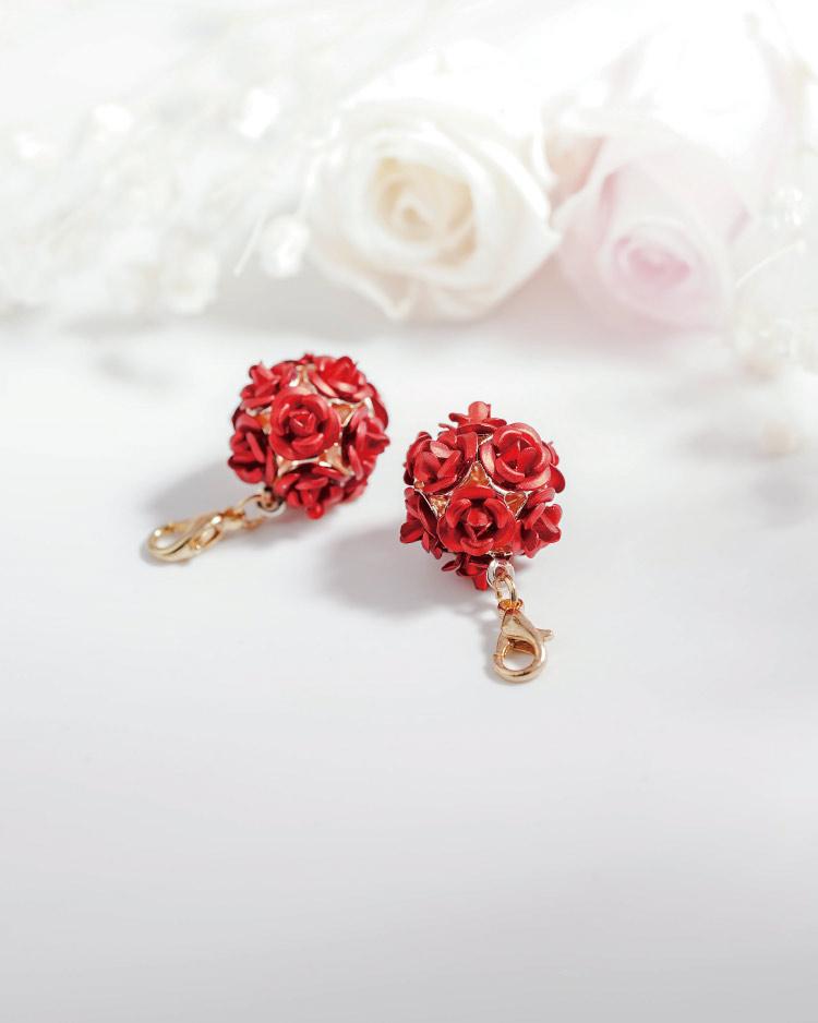 優雅玫瑰花朵口罩吊飾 模特兒展示