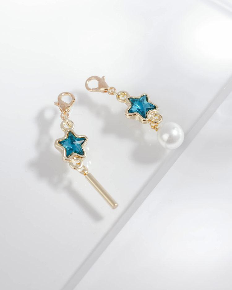 深邃藍鑽五角星珍珠不對稱口罩吊飾 場景展示