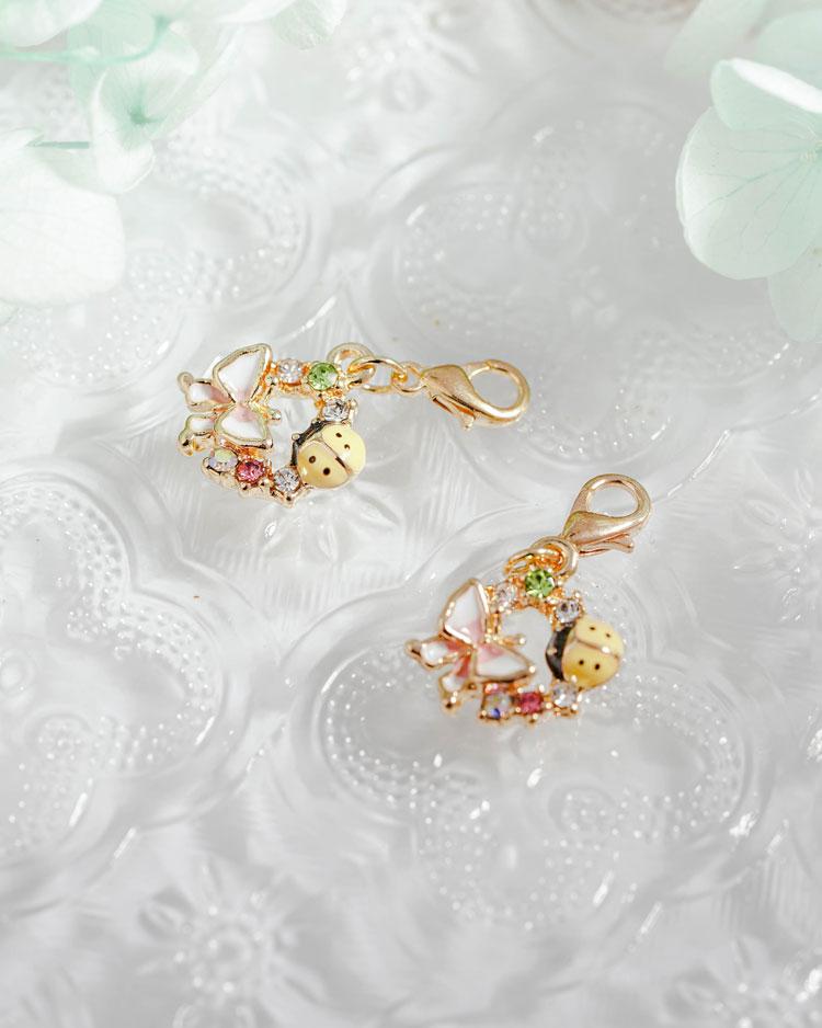 森林系蝴蝶瓢蟲口罩吊飾 模特兒展示