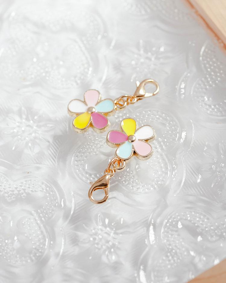 童趣五彩花朵口罩吊飾 場景展示
