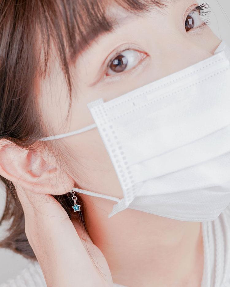 清新蔚藍五角星口罩吊飾 模特兒展示