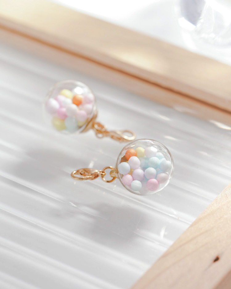 彩色泡泡透明玻璃球口罩吊飾 場景展示