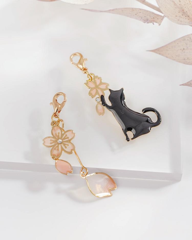 不對稱櫻花貓咪口罩吊飾 場景展示