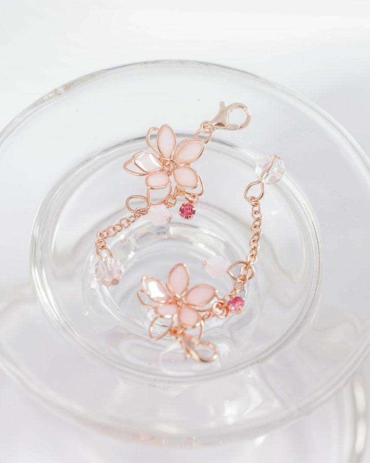 清透粉嫩雙層櫻花口罩吊飾 場景展示