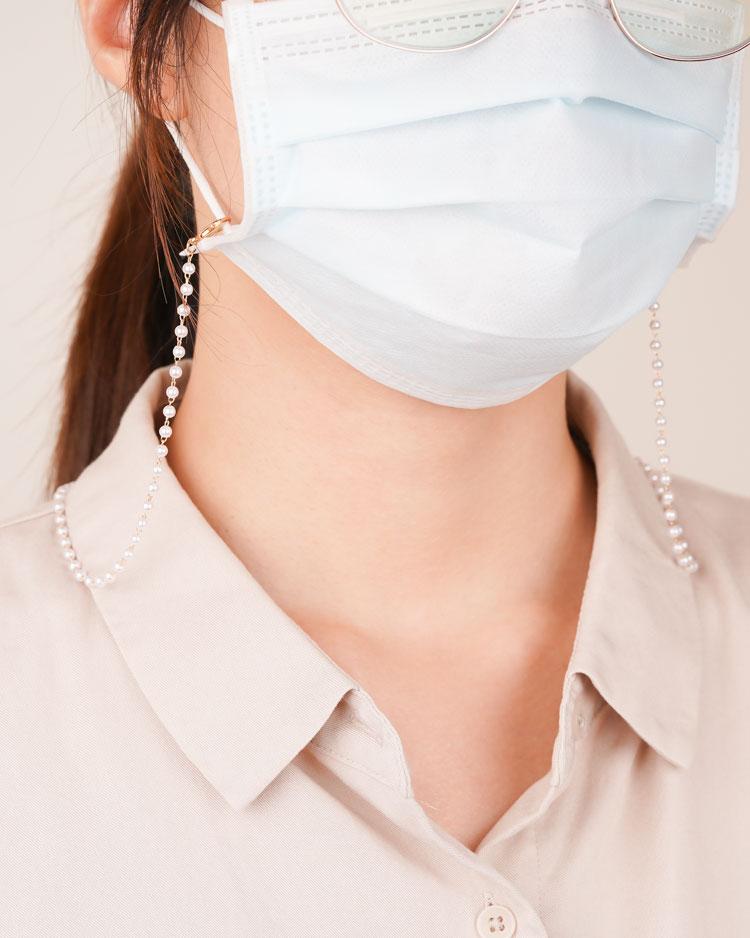 無暇璀璨珠串問號勾口罩鍊 模特兒展示