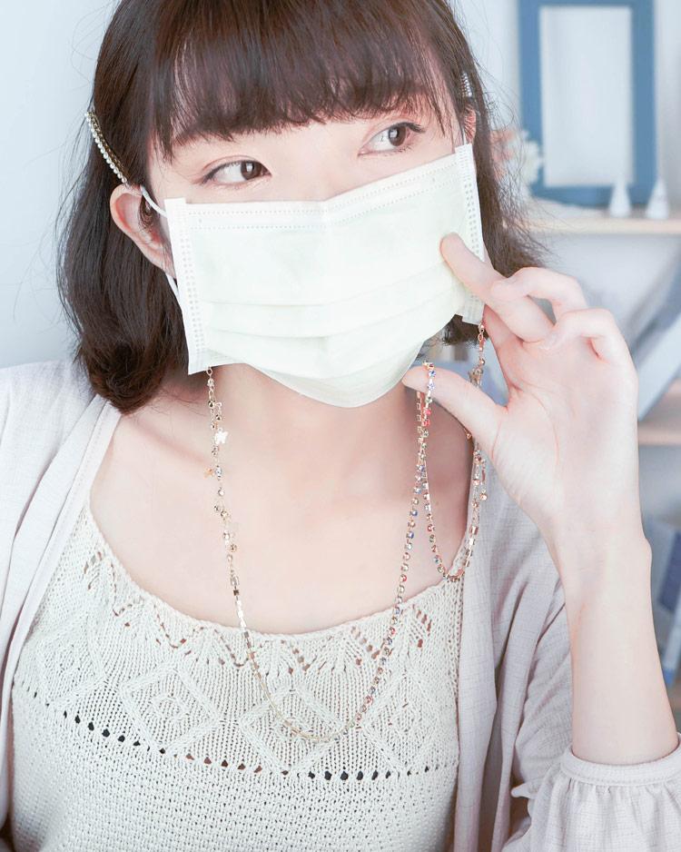 甜美繽紛炫彩亮鑽口罩鍊 模特兒展示