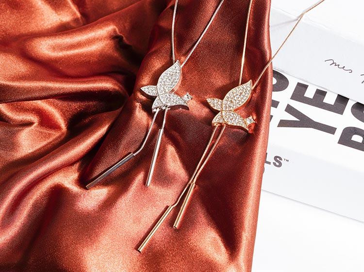 躍動滿鑽蝴蝶毛衣項鍊