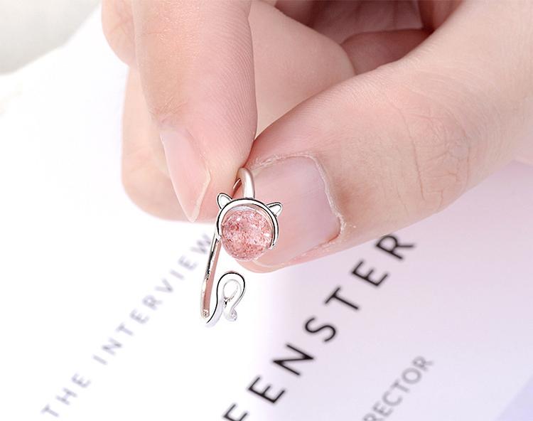 模特兒配戴展示: 甜美粉嫩晶石貓咪開口戒指