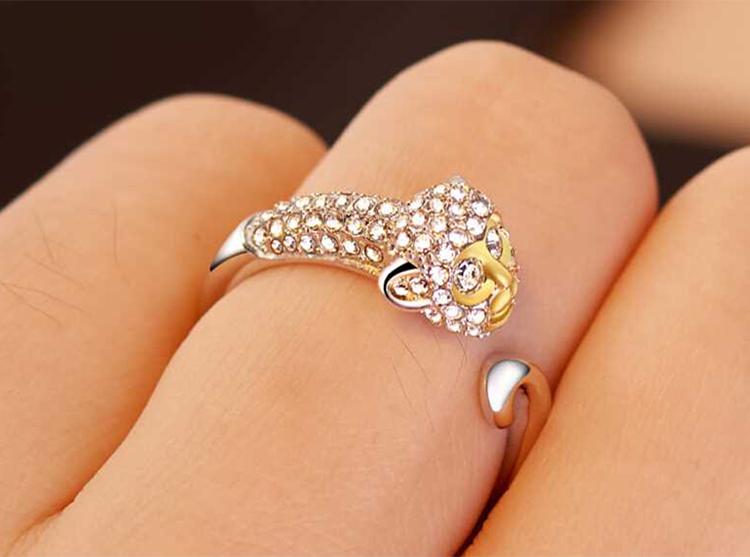 模特兒配戴展示: 十二生肖鑲鑽合金開口戒指