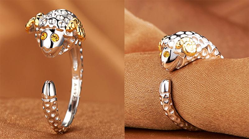 十二生肖鑲鑽合金指環,桌上展示。