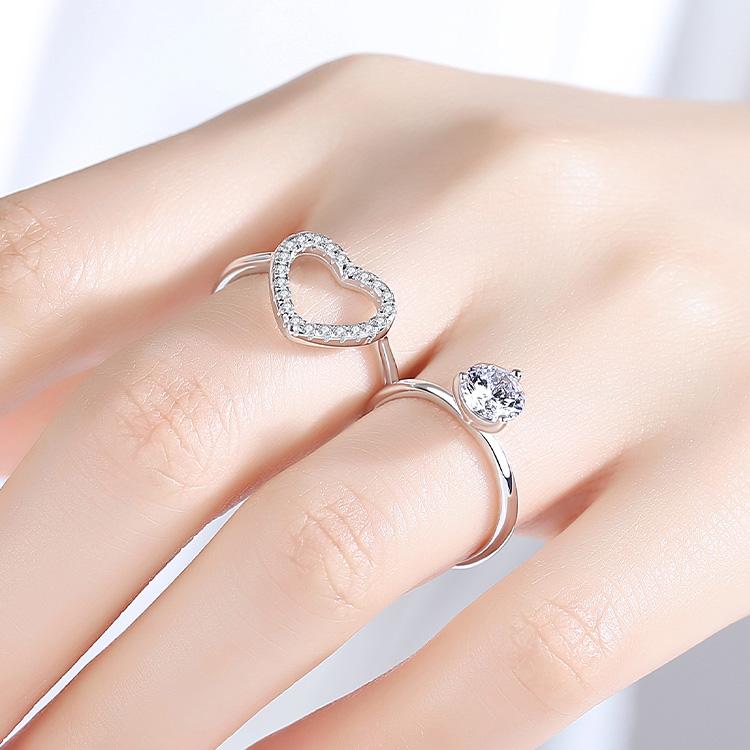模特兒配戴展示: 時尚二合一愛心鑲鑽開口戒指