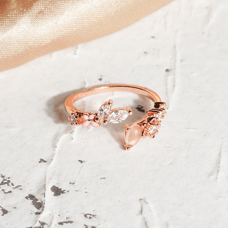 場景展示: 輕甜浪漫鑲鑽小花開口戒指