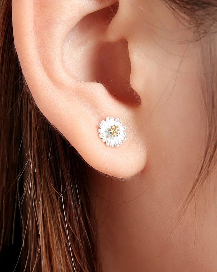 清新優雅小雛菊 耳針/無耳洞黏貼式耳環 模特兒展示