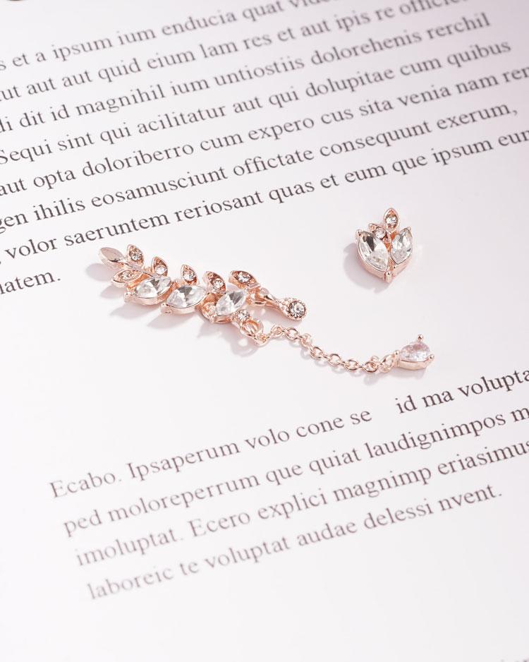 優雅水鑽月桂葉不對稱 耳針/無耳洞黏貼式耳環 場景展示