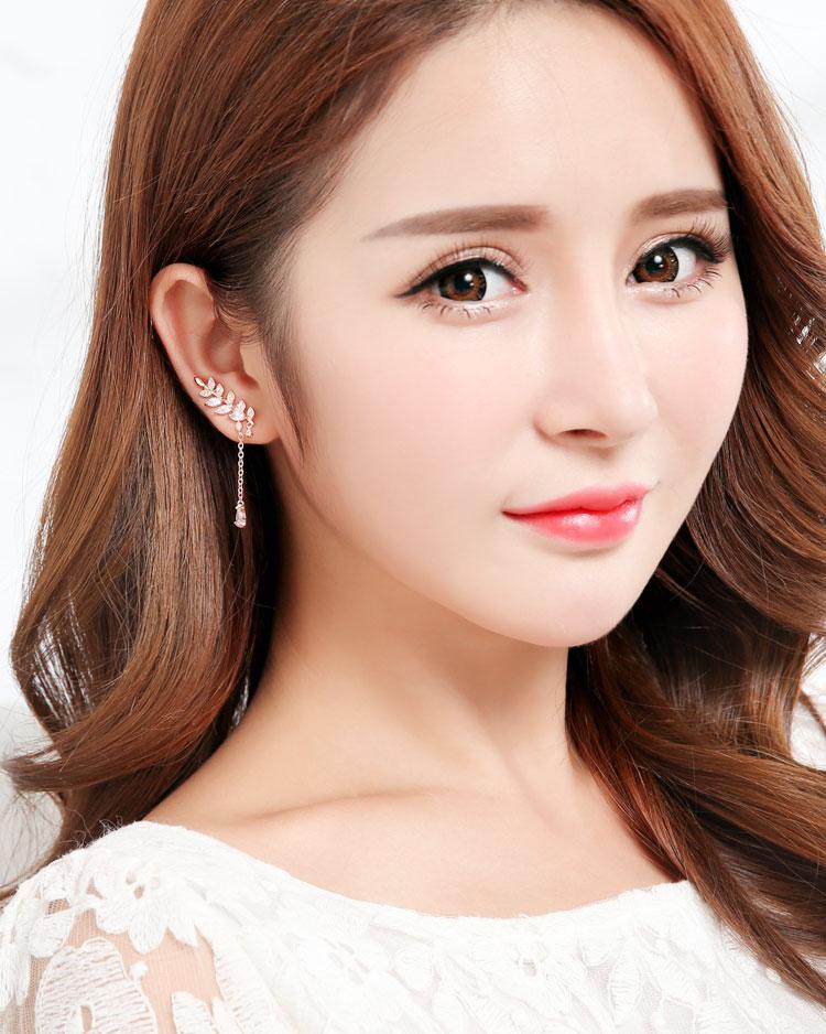 優雅水鑽月桂葉不對稱 耳針/無耳洞黏貼式耳環 模特兒展示