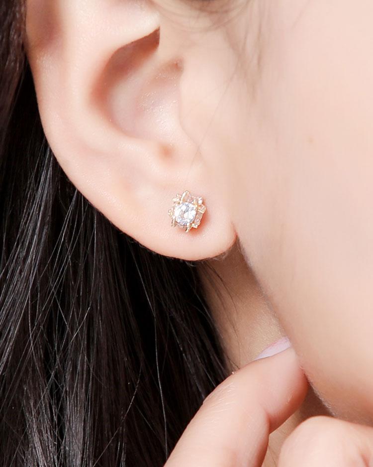 小巧精緻球形亮鑽 耳針/無耳洞黏貼式耳環 模特兒展示