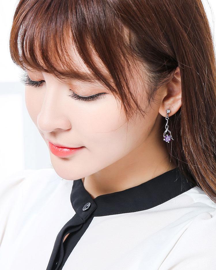 高雅奢華耀眼水鑽 無耳洞黏貼式耳環 模特兒展示